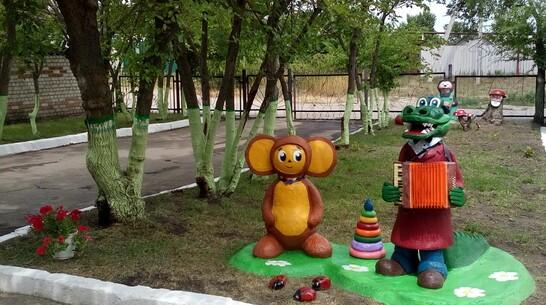 Воспитатели детсада в Павловском районе изготовили фигуры героев советского мультфильма