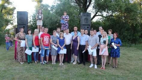 В Хохольском районе 20 молодых специалистов получили сертификаты на покупку и строительство жилья