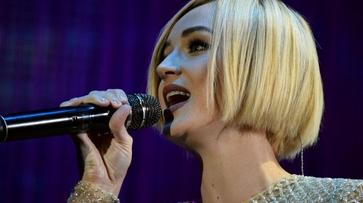 Певица Полина Гагарина на концерте в Воронеже сделала подарок особенному зрителю