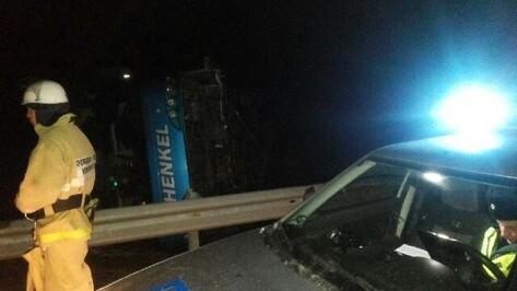 При опрокидывании автобуса в Воронежской области пострадали 4 человека