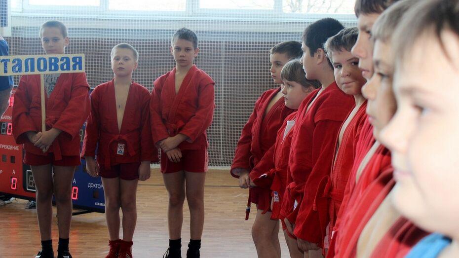 Таловские самбисты привезли с областного турнира 11 медалей