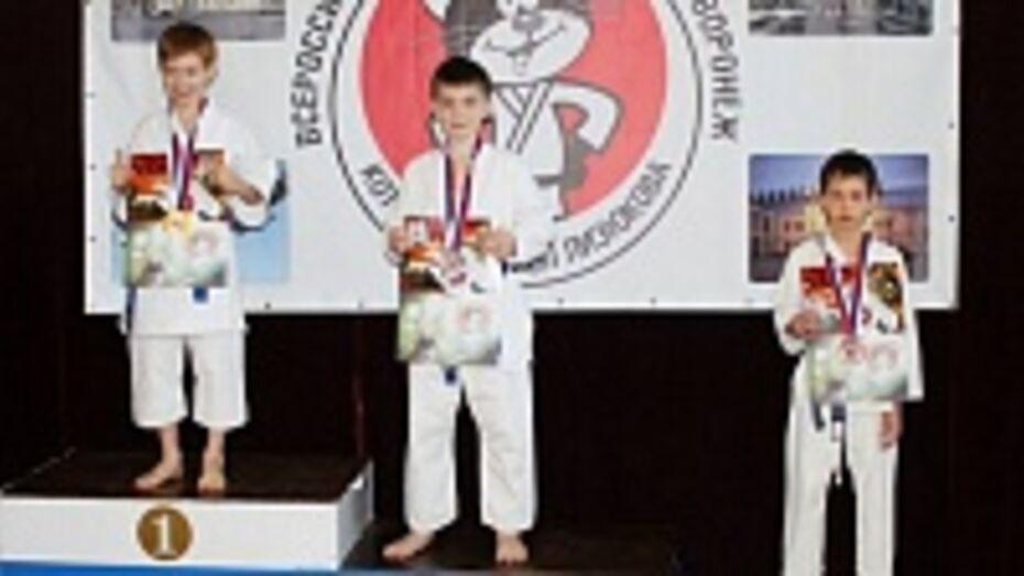 Юный каратист из Семилук завоевал две медали на всероссийском турнире
