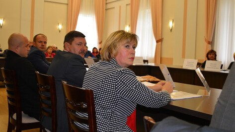 Депутаты Семилукского райсовета потребовали от коллеги-прогульщика сдать мандат