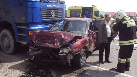 В Воронежской области столкнулись 4 машины: пострадали двое