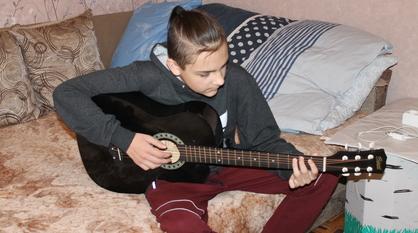Писать красивую музыку и программировать. О чем мечтает тяжелобольной воронежский мальчик