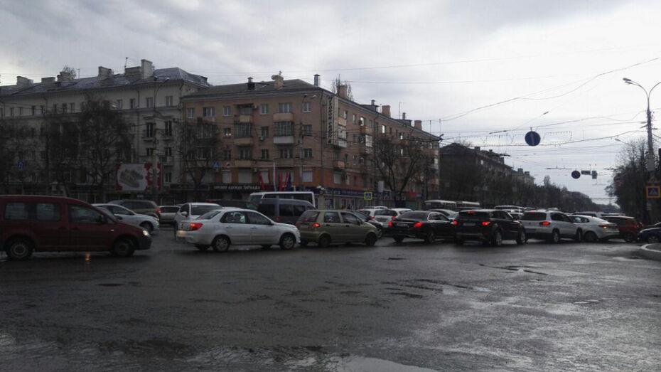 На дорогах Воронежа изменили схемы движения автомобилей из-за ремонта виадука на 9 Января