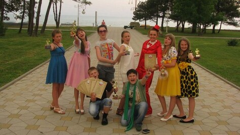 Ребята из Бутурлиновки спели для Дмитрия Медведева