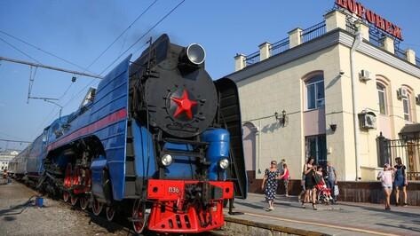 Воронежские школьники съездили на экскурсию в Москву на ретропоезде