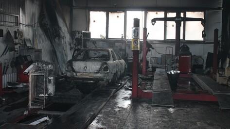 Автосалон предоставил видео самовозгорания автомобиля в Воронежской области