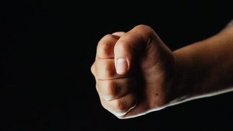 Воронежца арестовали за систематическое избиение приемного 12-летнего сына шнуром