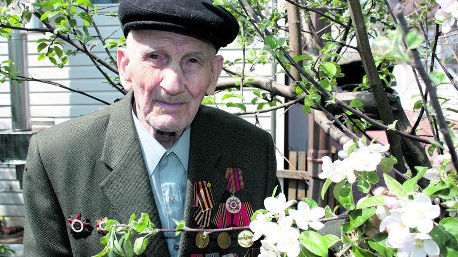 Ольховатский ветеран отметил 100-летие в своем саду «Победы»