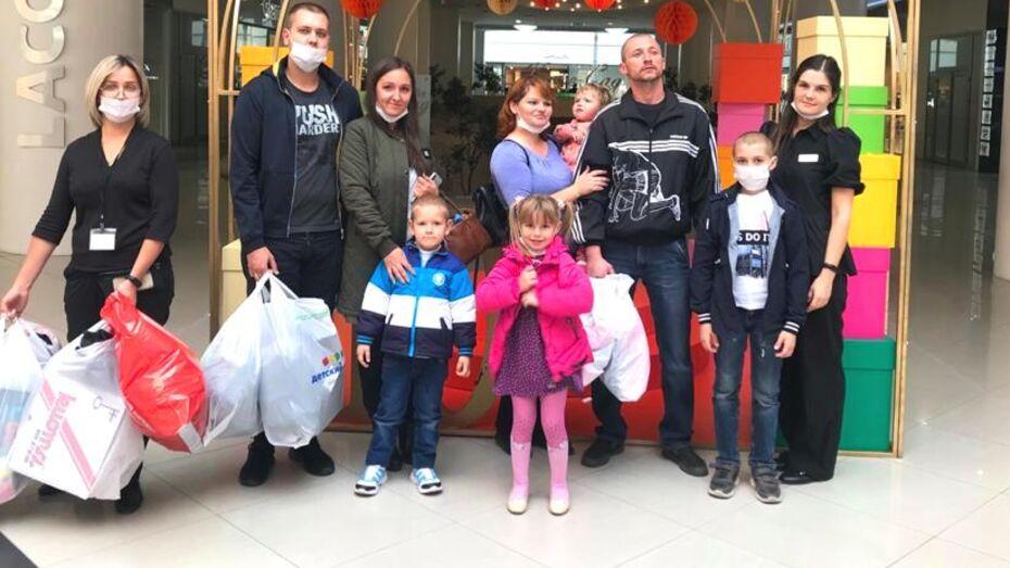 Погорельцы с детьми из павловской Николаевки съездили за покупками в Воронеж