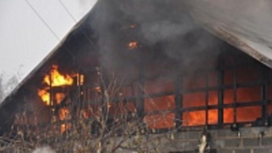 В Павловске из-за замыкания электропроводки частично выгорел дом