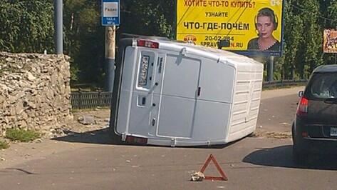 «Форд», перевернувшийся на Вогрэсовском мосту, воронежцы приняли за маршрутку