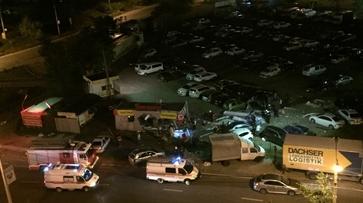 В Воронеже ночью водитель BMW X5 въехал в шиномонтаж: один человек погиб
