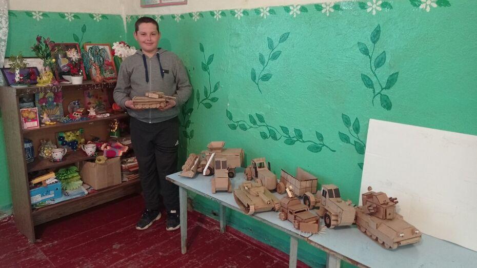 Выставка техники из картона юного умельца открылась в подгоренском селе Семейка