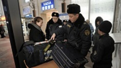 Полиция на транспорте: на вокзалах Воронежской области работают группы кинологов, ведется тщательный досмотр пассажиров