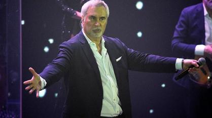 Валерий Меладзе отчитал воронежских поклонниц за отсутствие масок