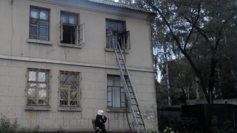 Неизвестные бросили «коктейль Молотова» в окно многоквартирного дома в Воронеже