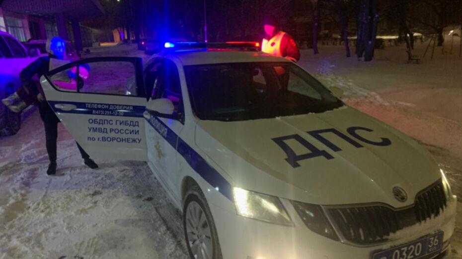 В метель воронежские полицейские помогли довезти до больницы малышку с травмой головы