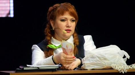 Сбросившая 60 кг актриса шоу «Однажды в России» выступила в Воронеже в новом образе