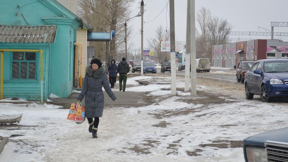 В Подгоренском районе коммунальщики первый апрельский день посвятили уборке снега