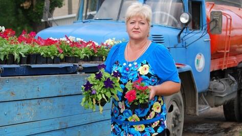 Россошанцы воруют цветы с городских клумб