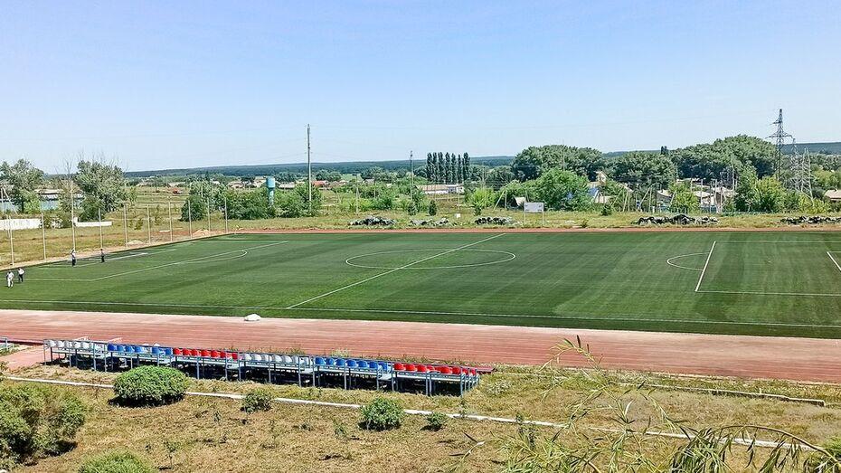 В лискинском селе Средний Икорец завершили первый этап капремонта стадиона