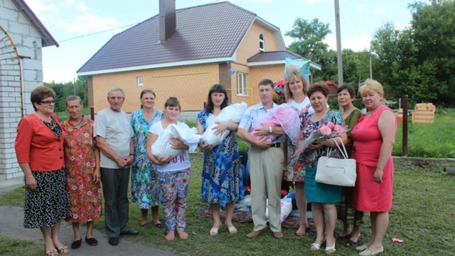 В Верхнехавском районе впервые за 40 лет родилась тройня