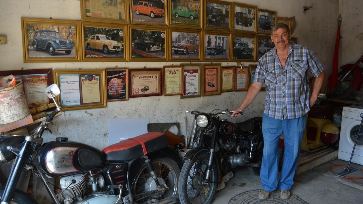 Вдохновил советский фильм. Зачем житель Воронежской области собирает раритетные мотоциклы
