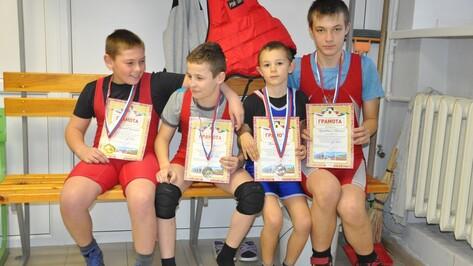 Репьевские борцы завоевали 4 награды на всероссийском турнире