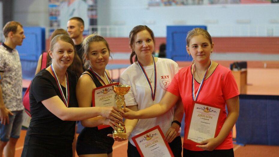 Хохольская женская сборная победила в областной спартакиаде по настольному теннису