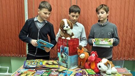 Бутурлиновские школьники и детсадовцы собрали новогодние подарки для детей из Луганска и Донецка