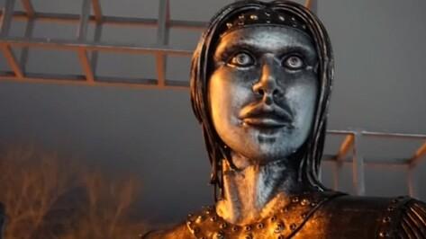 Устрашающий памятник Аленке открыли в Нововоронеже
