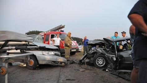 В аварии легковушек на воронежской трассе пострадали 3 человека