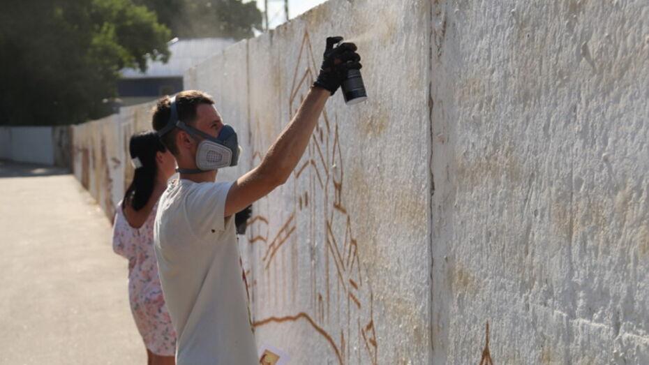Вандалы испортили незаконченную работу граффитистов в центре Воронежа