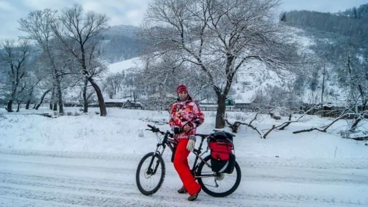 Велосипедистка из Воронежа проехала по Алтаю 200 километров, когда там было -37 градусов