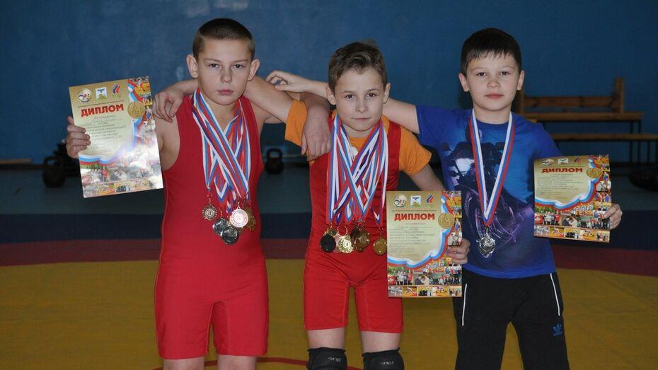 Репьевские борцы завоевали три «серебра» на турнире в Старом Осколе