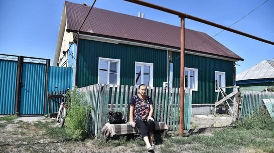 Жители бутурлиновского села Озерки помогли пенсионерам-погорельцам восстановить дом