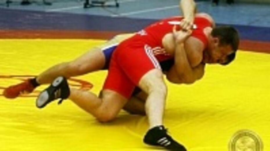 Воронежские борцы завоевали три «золота» на первенстве ЦФО среди юниоров