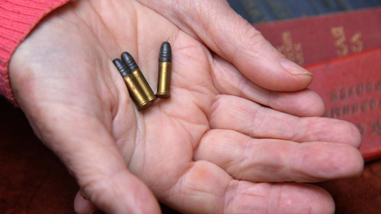 Три пули в подарок за спасенную жизнь. Дочь защитника Воронежа рассказала, как воевал отец