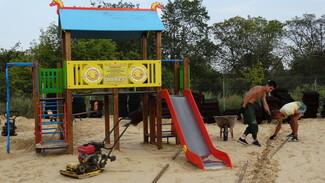 Детскую площадку сделали общественники в Боброве
