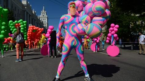 Фото РИА «Воронеж». Кого увидели горожане на параде уличных театров-2016