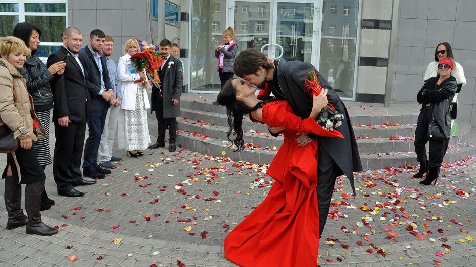 Воронежские молодожены отметили свадьбу в вампирском стиле