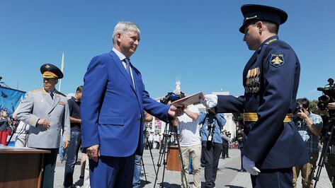 Александр Гусев поздравил выпускников воронежской Военно-воздушной академии
