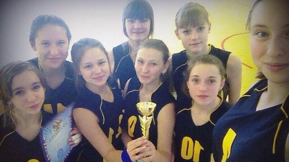 Верхнемамонские волейболистки победили на соревнованиях в Петропавловке