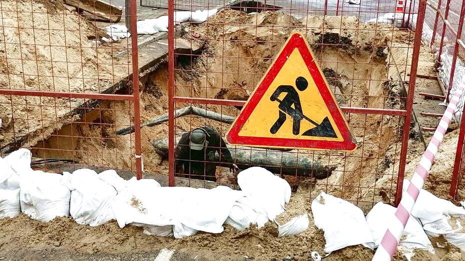 Улицу-дублер Ленинского проспекта в Воронеже перекрыли из-за ремонта теплосети