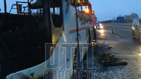 На трассе М-4 «Дон» в Воронежской области загорелся рейсовый автобус