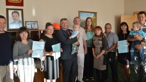 В Рамонском районе пять молодых семей получили сертификаты на улучшение жилищных условий