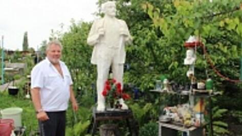 Житель Новоусманского района установил памятник Ленину в своем дворе